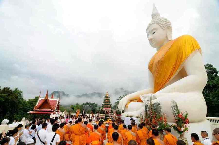 Wat Tha Kanun,หลวงปู่พุก อุตฺตมปาโล -. Luangpoo Puk Autangtamapalo (1930-1942) ;หลวงปู่ไตแนม - Luangpoo Tainaem (1942-1955) ;พระครูสุวรรณเสลาภรณ์ -. Prakhru Suwanselaporn (1955-1992) ; พระอธิการสมเด็จ วราสโย - Praathikarnsomdej Varasayo (1992-1998) ; พระสมุห์สมพงษ์ เขมจิตฺโต - Pra Samuhsompong Kemjitto (1998-2008) | www.safarine.com