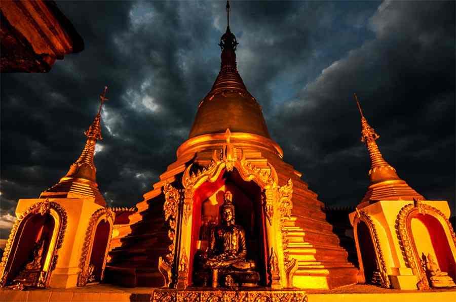 La chapelle sur le wisungcamsima, Wat Tha Kanun, Kanchanaburi | www.safarine.com