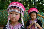 Filles en costume traditionnel dans le nord de la Thaïlande - Wat Phra That Doi Suthep